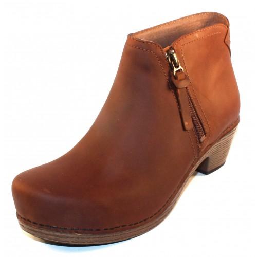 Dansko Women's Max In Saddle Veg Leather