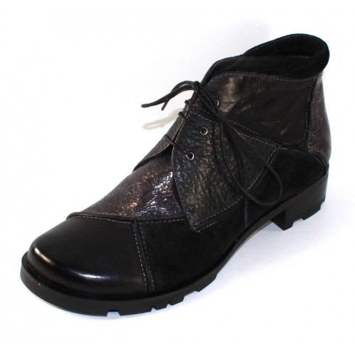 Everybody Women's Amanda In Black Calf Leather/Suede/Crack Patent Leather