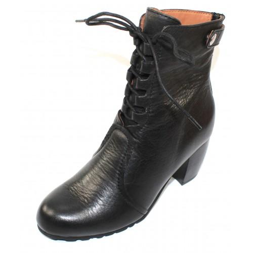 Lamour Des Pieds Women's Pontedera In Black Lamba Leather