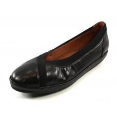 Lamour Des Pieds Women's Yerusha In Black Capri Kidskin Leather