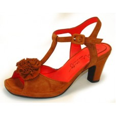 Pas De Rouge Women's Reva C966 In Brandy Suede