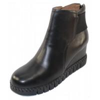 J Renee Women's Nagetta In Black Kidskin Leather/Elastic