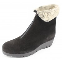 La Canadienne Women's Tessa In Black Waterproof Suede