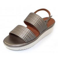 Lamour Des Pieds Women's Abruzzo In Pearlized Platinum Leather