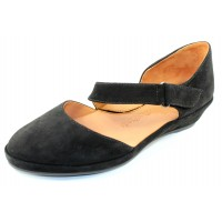 Lamour Des Pieds Women's Beriyn In Black Kid Suede