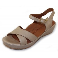Lamour Des Pieds Women's Casimiro In Platino Pearlized Leather