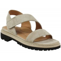 Lamour Des Pieds Women's Dashiell In Taupe Suede