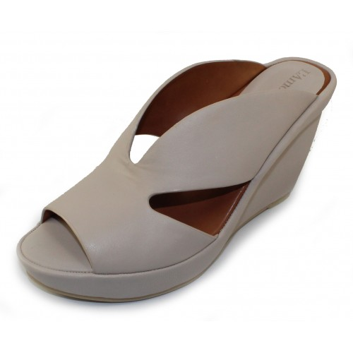 Lamour Des Pieds Women's Ivybelle In Stone Sheep Nappa Leather