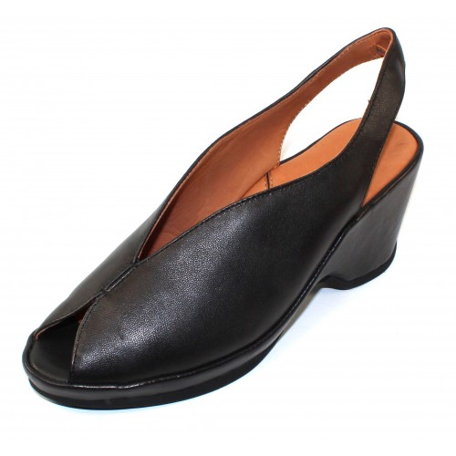 Lamour Des Pieds Women's Odetta In Black Sheep Nappa Leather