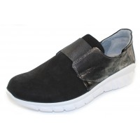 Naot Women's Intrepid In Black Velvet Nubuck/Metallic Onyx/Black Luster Leather