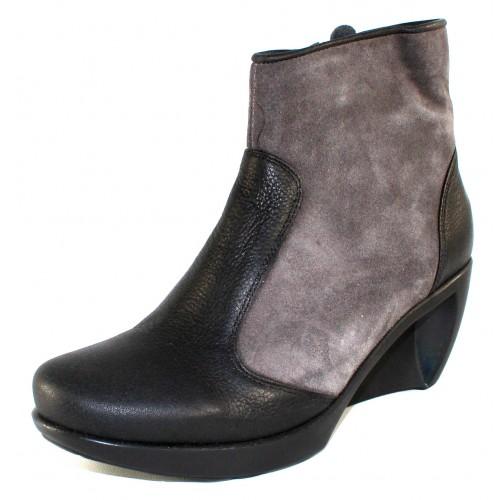 Naot Women's Sky In Caviar Leather/Grey Suede