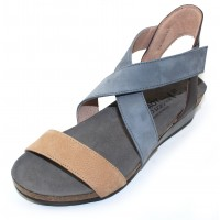Naot Women's Vixen In Nude Nubuck/Feather Blue/French Roast