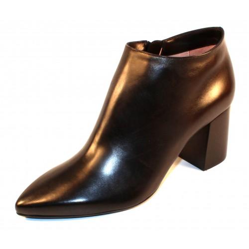 Taryn Rose Women's Maria In Black Soft Calf Leather