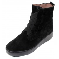 Wonders Women's A-8332 In Black Veldry Water Resistant Suede
